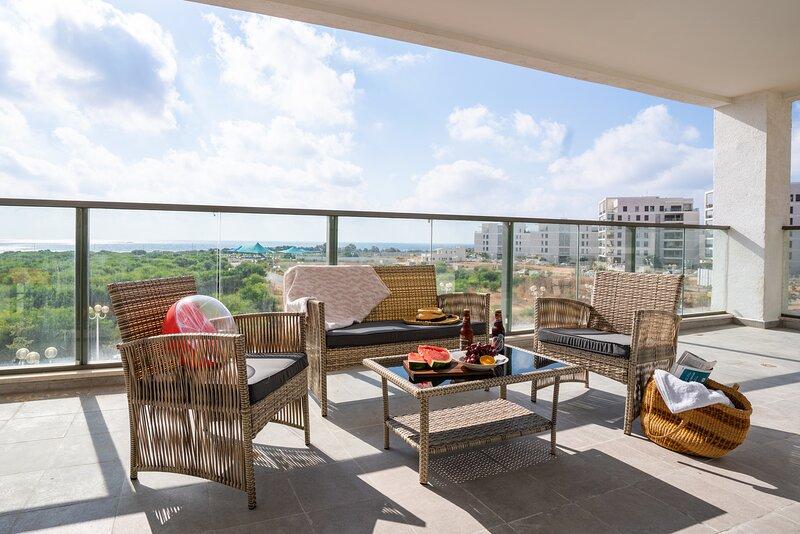 Terrific 4-bedroom Apartment Next to Achziv Beach, vacation rental in Nahariya