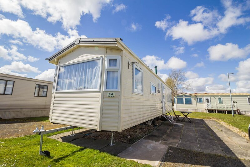Great 8 berth caravan for hire at Southview Holiday Park in Skegness ref 33014E, holiday rental in Friskney