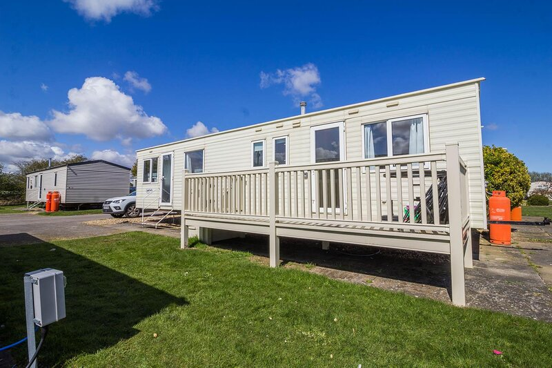 Great 8 berth caravan for hire at Southview Holiday Park in Skegness ref 33015B, holiday rental in Friskney
