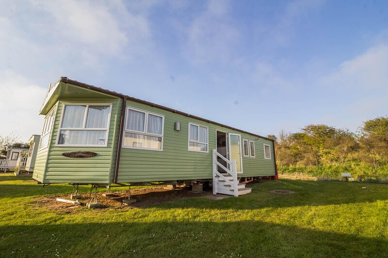 8 berth caravan to hire at Sunnydale Holiday Park in Skegness, Lincs ref 35239KD, holiday rental in North Somercotes