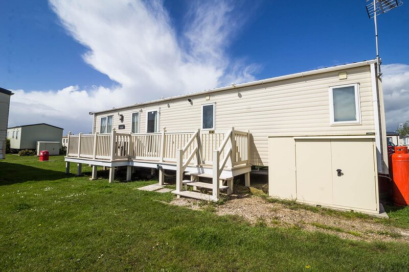8 berth caravan for hire at St Osyth Beach Holiday Park in Essex ref 28013FI, holiday rental in St Osyth