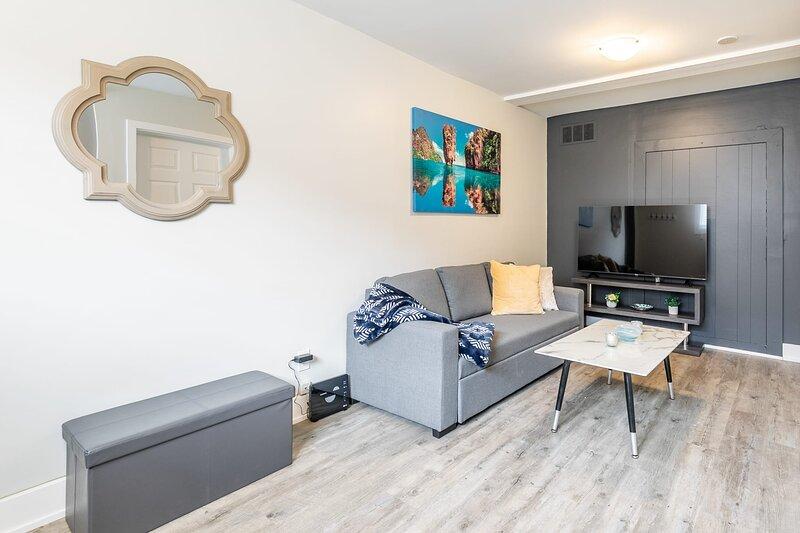 Brand New - 1BR Boutique Apartment - PRIME Location!, location de vacances à Burlington