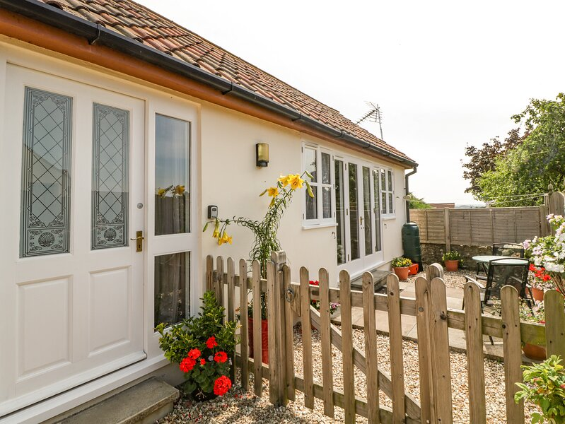 GLEBE LODGE detached, cosy accommodation, pet-friendly in Wells Ref 23806, holiday rental in Westbury-sub-Mendip