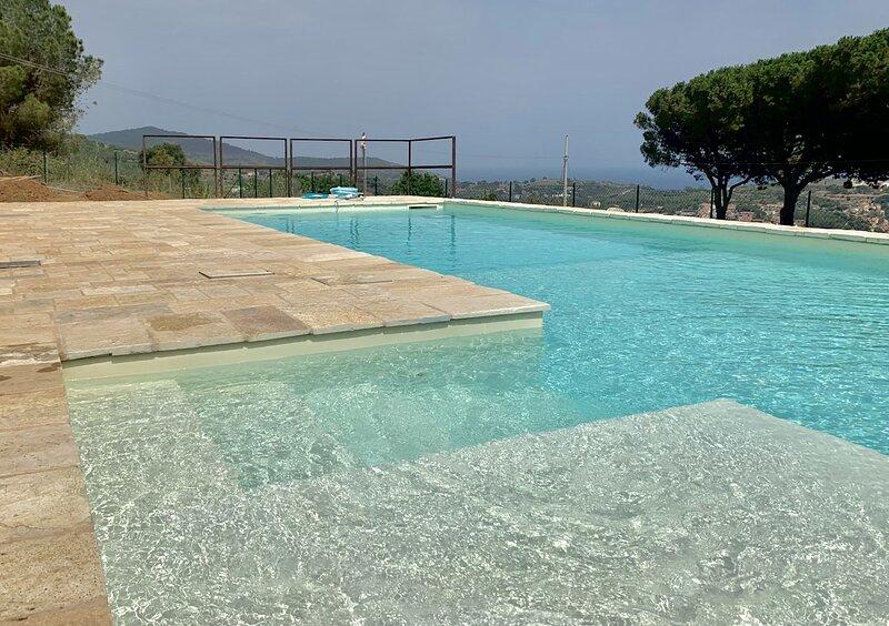 Antique Villa with private pool and breataking view, aluguéis de temporada em Porto Azzurro