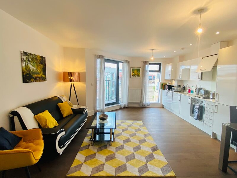 TruStay Apartments Slough - High Street Deluxe Two-Bedroom Apartment, alquiler vacacional en Colnbrook