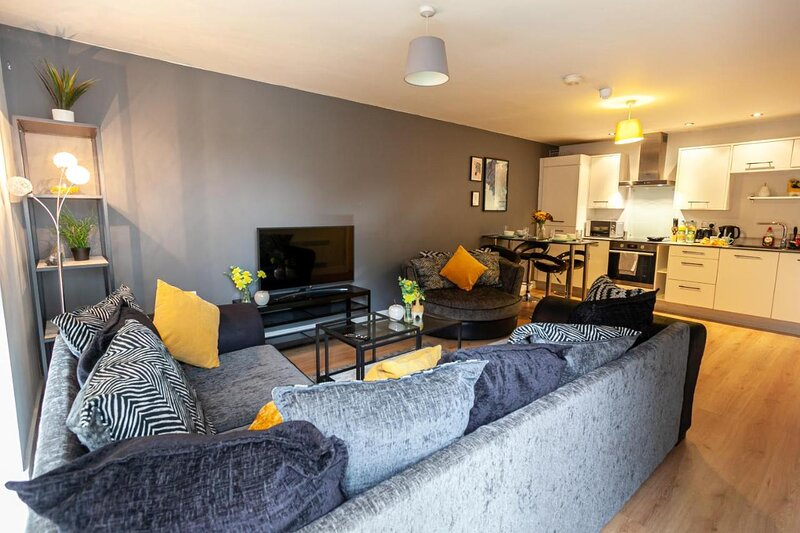 TruStay Apartments Manchester - Modern Two-Bedroom Serviced Apartment, vacation rental in Salford