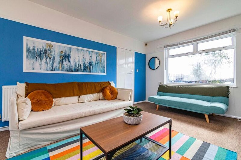 TruStay Apartments Nottingham - Spacious & Stylish Three-Bedroom Serviced House, vacation rental in Blidworth