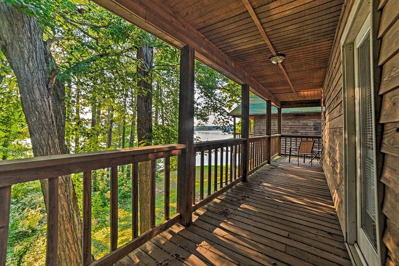 NEW! Group-Friendly Cabin on Kentucky Lake!, alquiler vacacional en Springville