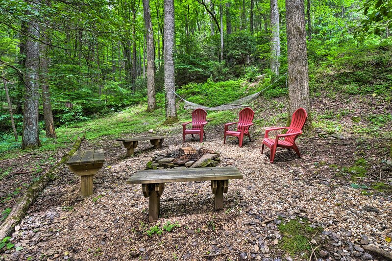 NEW! Blairsville Cabin < 2 Mi to Vogel State Park!, location de vacances à Suches