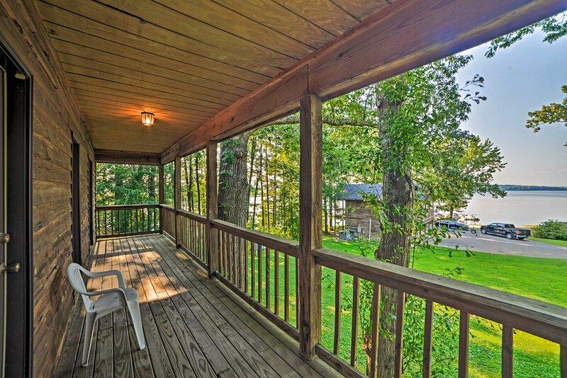 NEW! Pleasant View Resort Cabin on Kentucky Lake!, alquiler vacacional en Springville