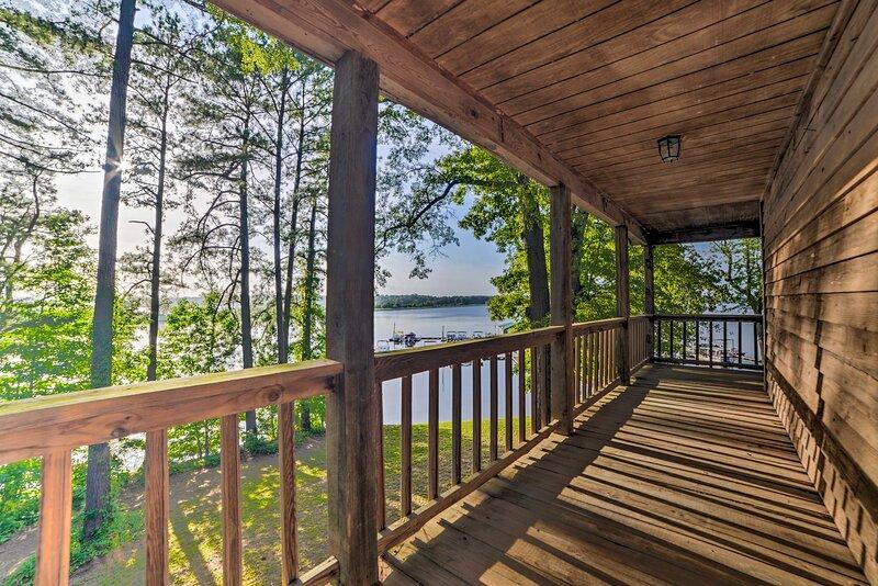 NEW! Springville Cabin on Kentucky Lake w/ Deck!, alquiler vacacional en Springville