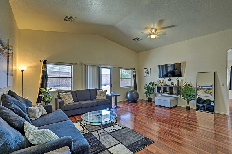 NEW! Spacious Southwestern Hideaway: Pets Welcome!, holiday rental in Vail