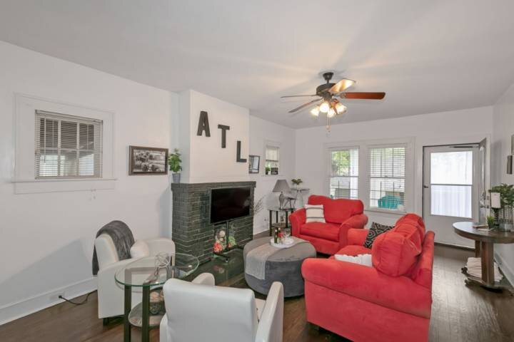ATL EDGEWOOD/CANDLER PARK- 2BR ADORABLE BUNGALOW CL to Downtown ATL, holiday rental in Avondale Estates