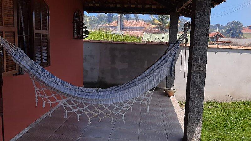 Casa com lazer e Wi-Fi perto da Lagoa de Saquarema, holiday rental in Saquarema