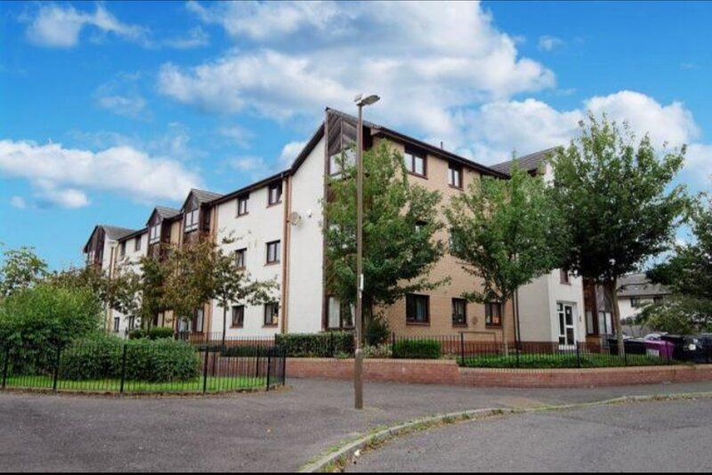 Two Bedroom Apartment with Free Wi-Fi and Parking ., holiday rental in Danderhall