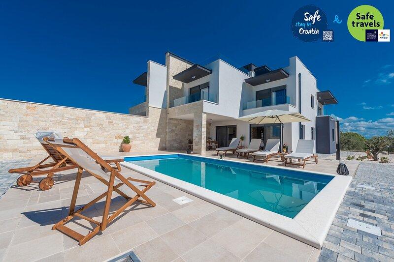 Modern Villa Oasis, in Dalmatia, with a Pool, aluguéis de temporada em Sukosan