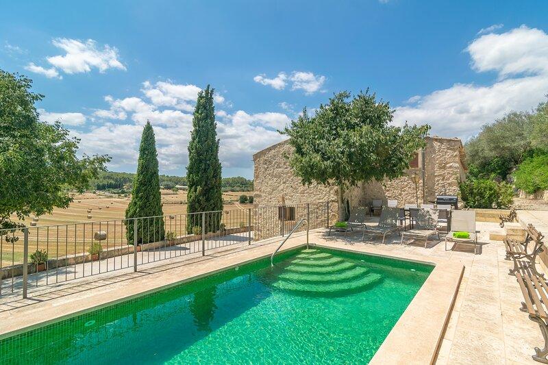 SES CASES VELLES DE SON BARÓ - Villa for 10 people in Sant Joan, holiday rental in Sant Joan