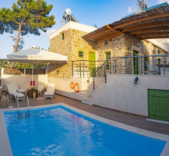 Aggel's House - stone house - private pool - courtyard - countryside views, vacation rental in Kato Zakros