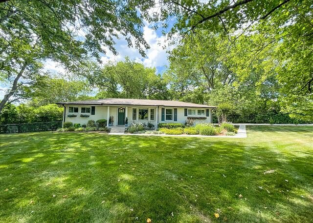 Tranquil Crieve Hall Oasis | Sunroom, Den, Home Office & Patio | Near Zoo, holiday rental in Oak Hill