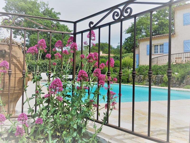 Belle villa provençale dans un écrin de verdure, alquiler de vacaciones en Tourrettes
