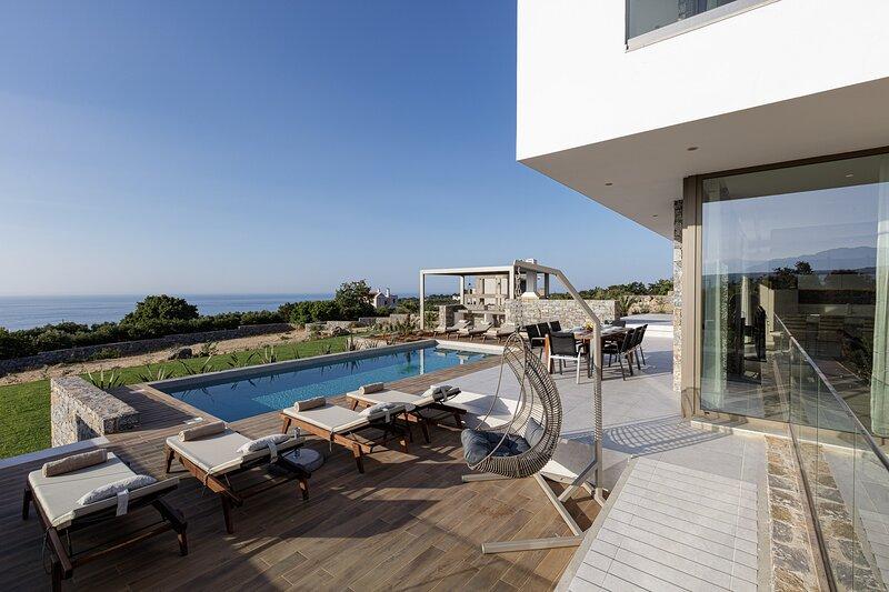 Villa Guney, Contemporary countryside villa in large grounds close to the city, location de vacances à Prines