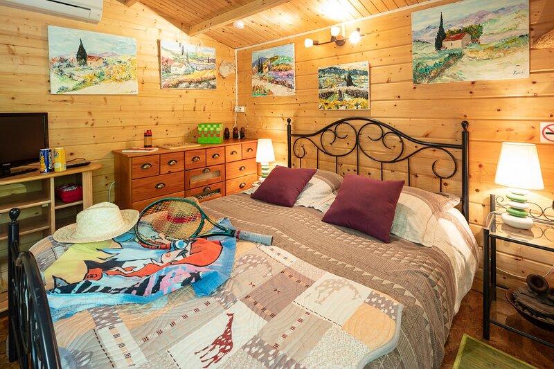 Chambre Cabanon à Durfort-Saint Martin de Sossenac, location de vacances à Saint-Jean-de-Crieulon