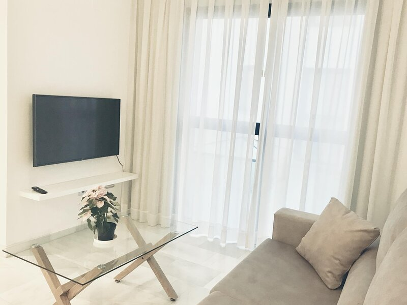 Spacious and modern Apartment with free parking in the heart of Granada 7, holiday rental in Vegas del Genil