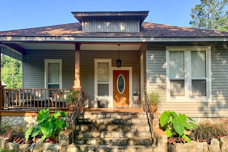 NEW! Chic Hot Springs Home: 2 Mi to National Park!, vacation rental in Hot Springs