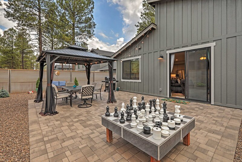 NEW! Flagstaff Retreat w/ Large Yard: 3 Mi to Dtwn, holiday rental in Bellemont