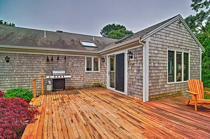 NEW! Cozy Chatham Retreat w/ Pond, 2 Mi to Beaches, aluguéis de temporada em South Chatham
