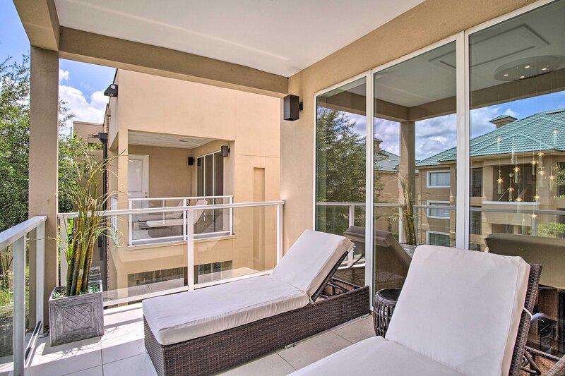 NEW! Stylish Magic Village Abode ~ 1 Mi to Disney!, holiday rental in Bay Lake