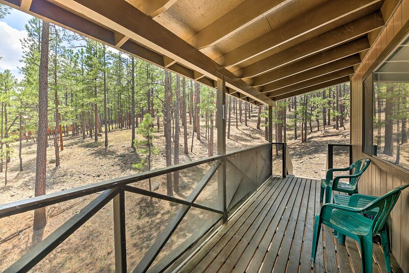 NEW! Cozy Greer Hideaway - Walk to the CO River!, holiday rental in Greer