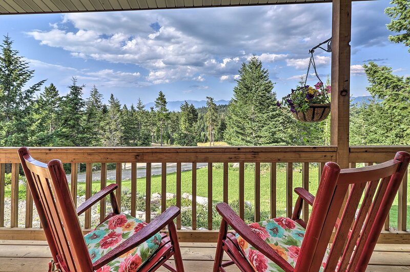 NEW! Secluded 5-Acre Kalispell Home w/ Deck & View, alquiler vacacional en Somers