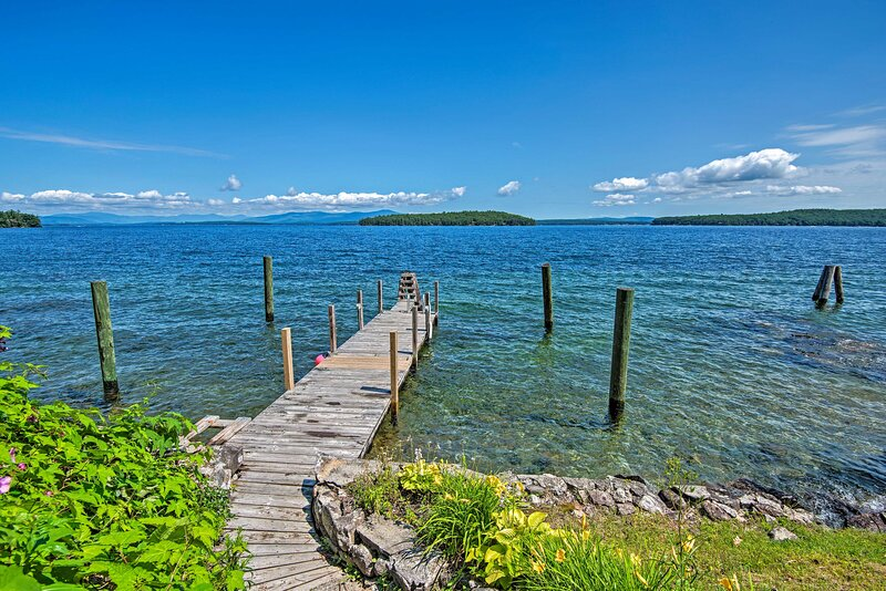 NEW! Winnipesaukee Lakefront Home w/ Dock + Views!, alquiler vacacional en Gilford