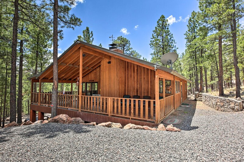NEW! Serene Greer Cabin w/ Grill: 12 Mi to Skiing!, holiday rental in Greer