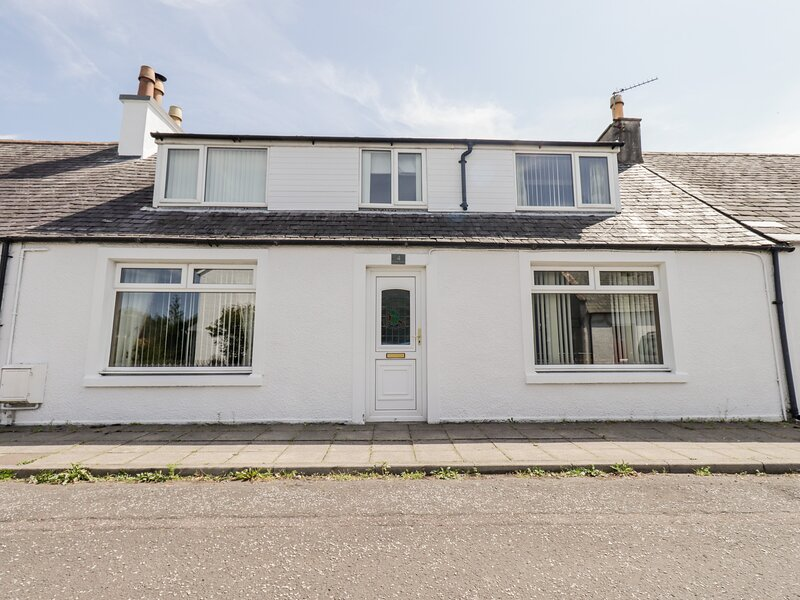 RALSTON COTTAGE, pet-friendly cottage, garden, close amenities and coast, holiday rental in Twynholm