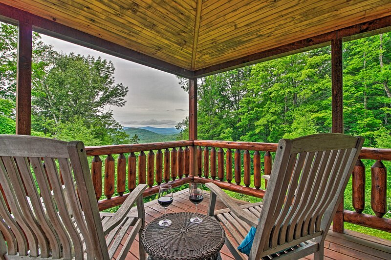 NEW! Grand Londonderry Home w/ Ski Mountain Views!, holiday rental in Rockingham
