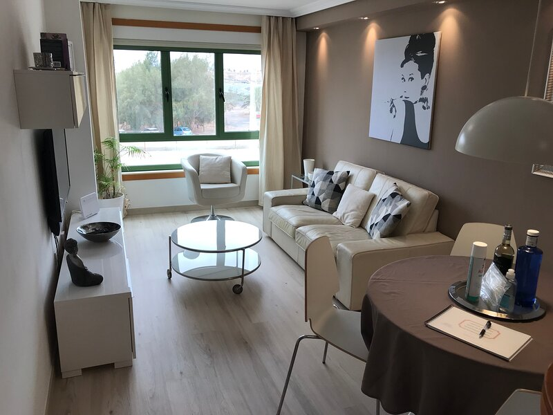 Luxery apartement in front of the beach, alquiler vacacional en Playa del Cable