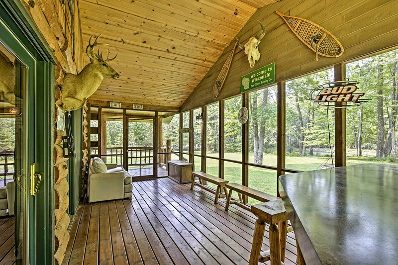 Scenic Cabin on 2 Acres Near Lake Holcombe Marina!, holiday rental in Ladysmith