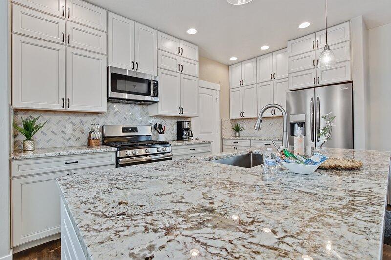 Modern & Luxurious Private 3 bedroom Boise home Russet, casa vacanza a Garden City