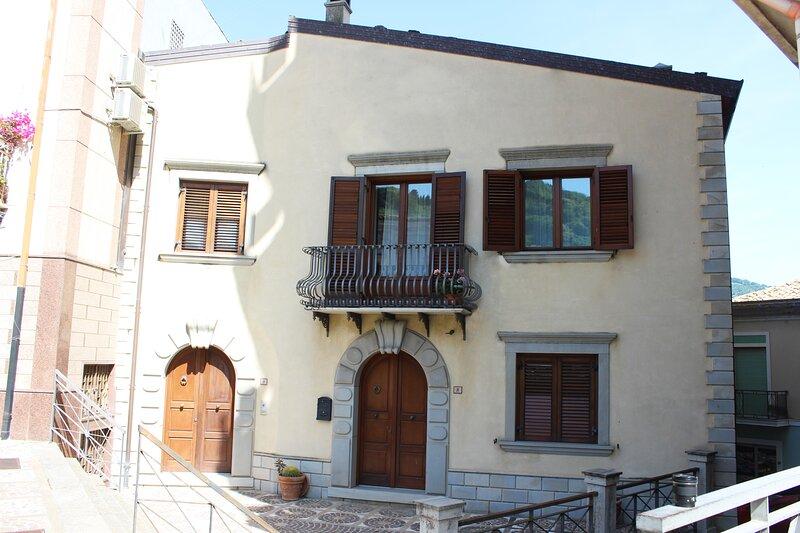 B&b Petra CAMERA BLU MATRIMONIALE, holiday rental in San Piero Patti