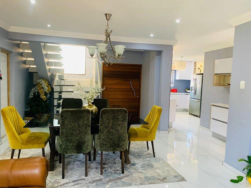 Pfulo Luxury House, alquiler de vacaciones en Centurion