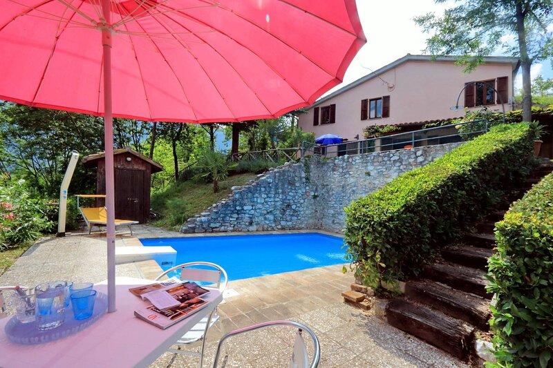 Stunning Villa Acacie, holiday rental in Fiastra