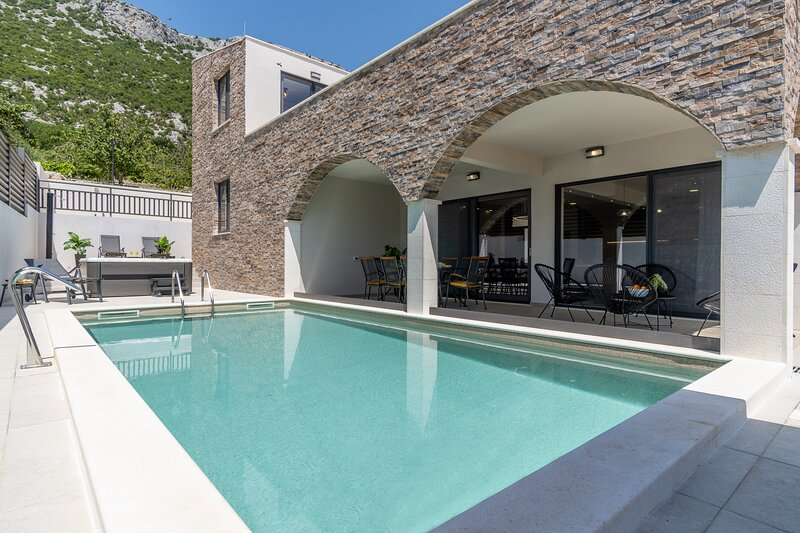 NEW! Villa Eden with heated private pool, a hydromassage, a Hot-tub, 4 en-suite, holiday rental in Gata