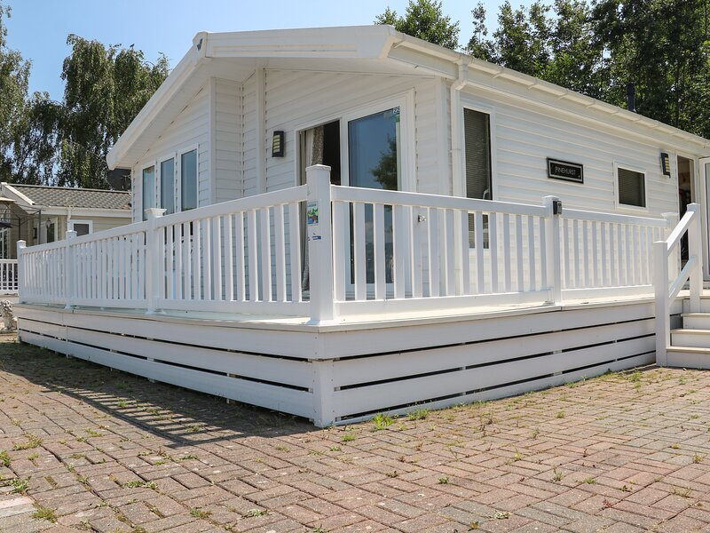 The Goodwood Lodge, Chichester, holiday rental in Tangmere
