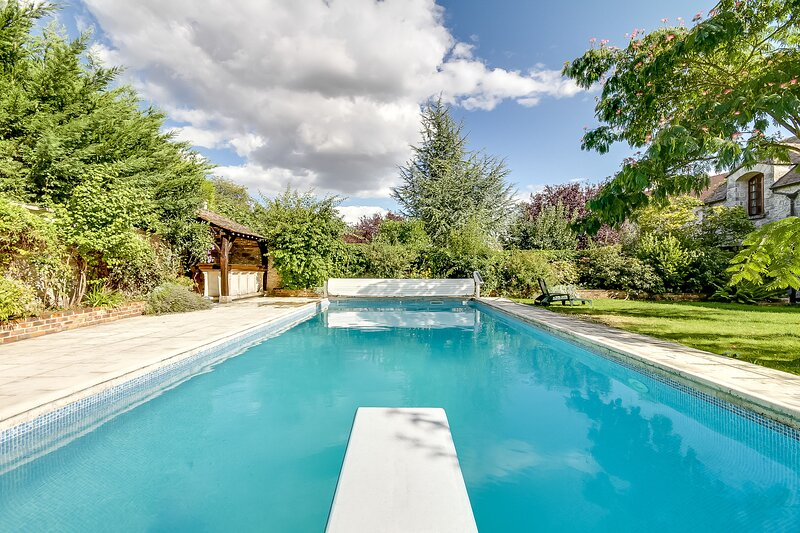 Spacious house with swimming-pool, holiday rental in Milly-la-Foret