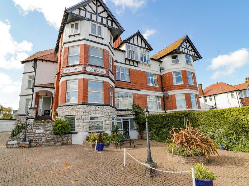 Apartment No2, Rhos-On-Sea, holiday rental in Rhos-on-Sea