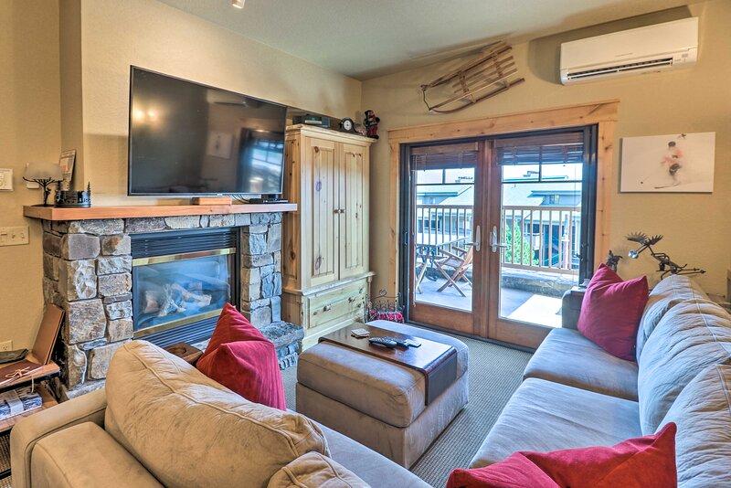 NEW! Ski-In, Ski-Out Whitefish Escape w/ Balcony!, holiday rental in Polebridge