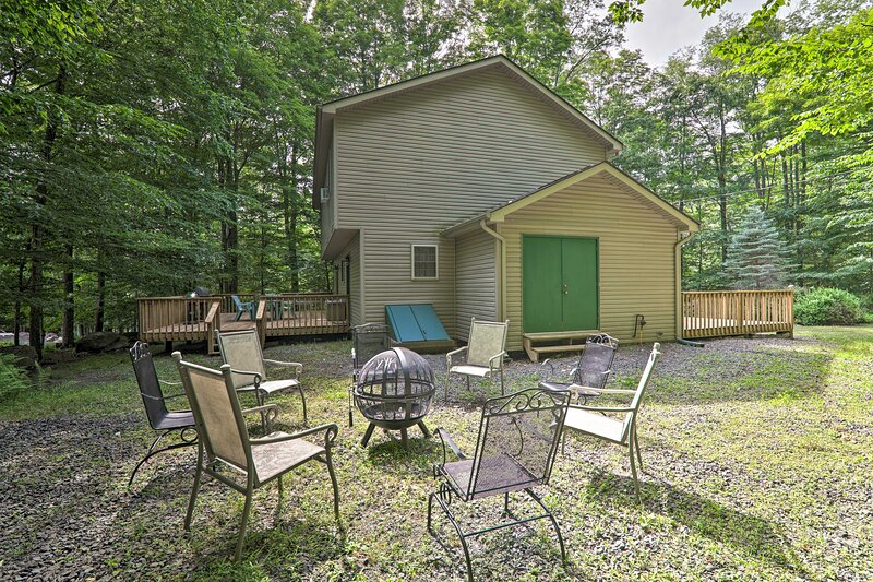 NEW! Family Home w/ Deck & Big Bass Lake Amenities, holiday rental in Gouldsboro