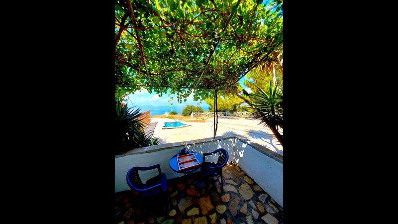 Apartment 800m from Koumeika, Samos, alquiler de vacaciones en Limnionas
